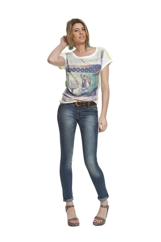 Leyenda camiseta amarilla manga corta, ideal para combinar con tus denim. Disponible en nuestra tienda online: www.enriquepellejeromoda.com
