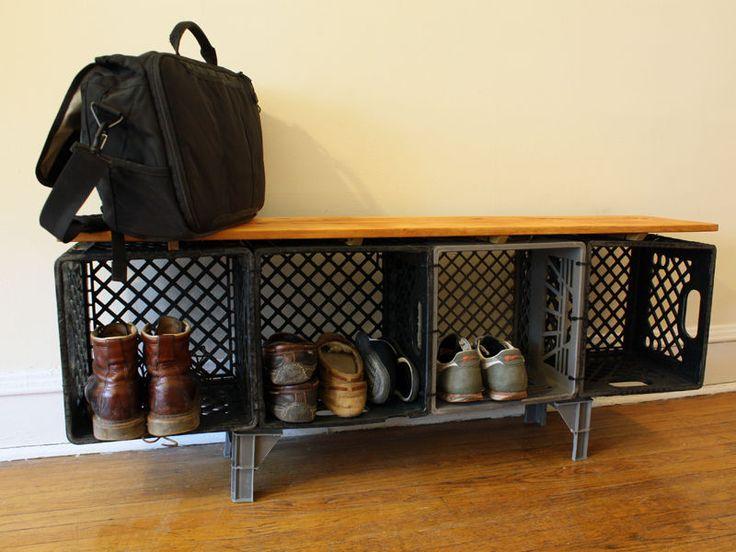 Mueble zapatera con cajas de plástico