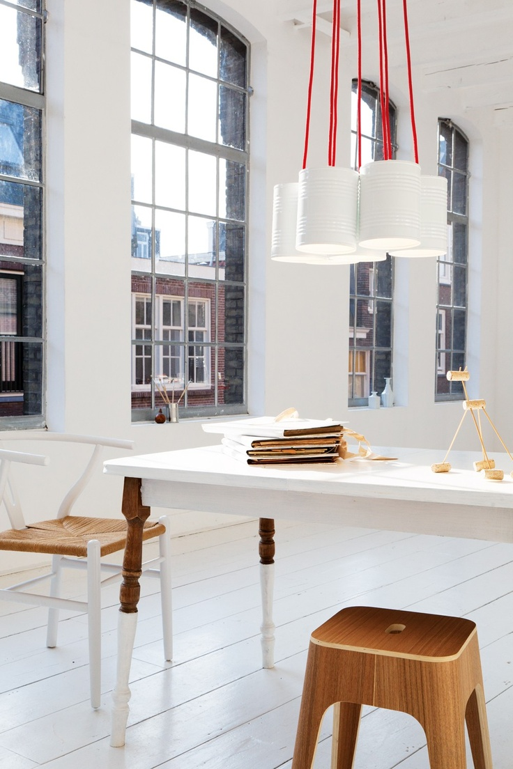 = red, white and neutral = leitmotiv | Work space.