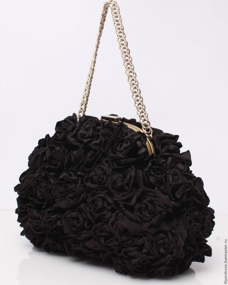 Купить или заказать Черный клатч с розами. Клатч черный. Вечерняя сумочка в интернет-магазине на Ярмарке Мастеров. Сумочка полностью обшита розочками из черного атласа, застежка на фермуаре пришивном, ручка цепочка. Сумочка очень красивая и удобная размер 24х32см. На заказ воплощу ваши желания в любом цвете, обращайтесь, буду рада.