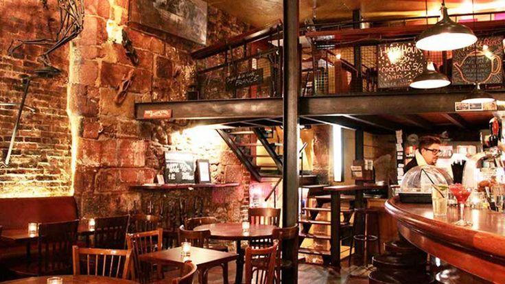 Lizard Lounge (Hôtel de Ville) Le lieu est cool et la musique aussi. Des bières non standardes et des cocktails.