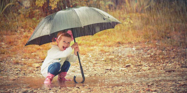 """""""Μαμά, βρέχει!"""" – 10 πράγματα που μπορείτε να κάνετε με τα παιδιά μια βροχερή μέρα"""