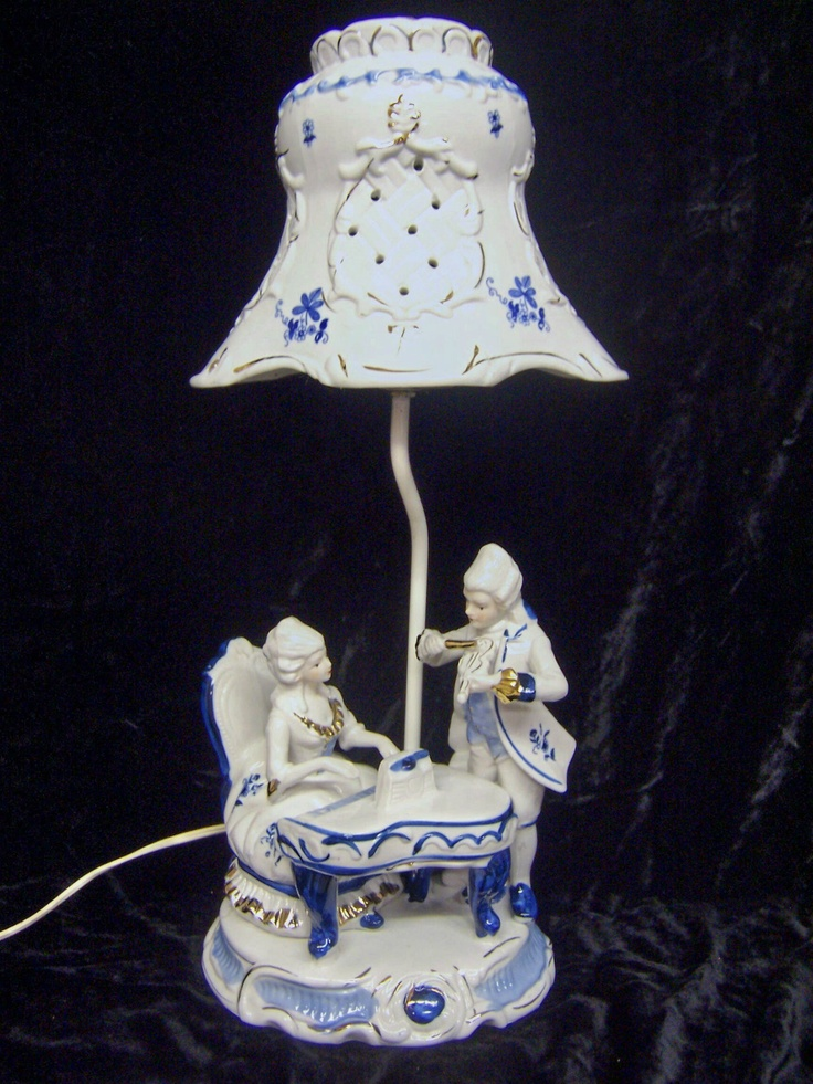 Vintage Blue White Porcelain Victorian Figurine Table Lamp