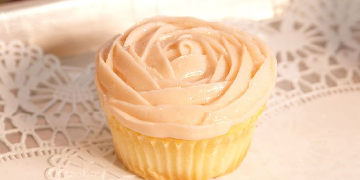 How To Make A Cupcake Rose - Magnolia Bakery Frosting Rose Tutorial Video - Delish.com