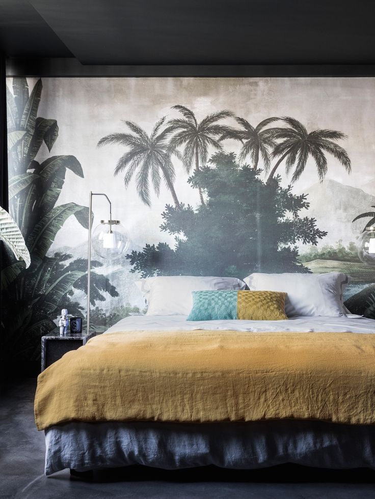 dark tropical wallpaper bedroom | via coco kelley