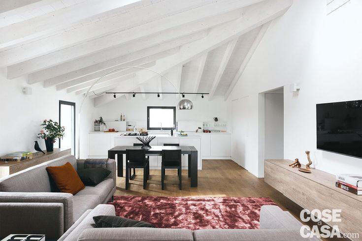 Oltre 25 fantastiche idee su interni case piccole su for Piccole luci a led