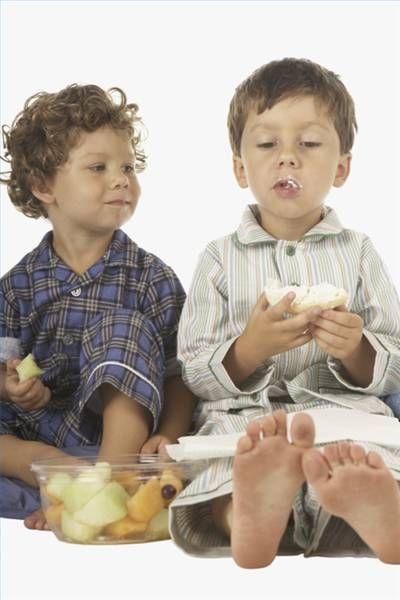 Desayunos nutritivos para niños | eHow en Español