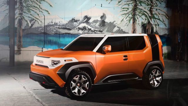 At the April 2017 New York International Auto Show, the Toyota revealed the heir to the FJ Cruiser legacy, the 2018 Toyota FT-4X concept. A mishmash of element design merged into a single car, it seems to combine the features of the Toyota FJ Cruiser, Toyota C-HR, Scion xB and Honda Element.