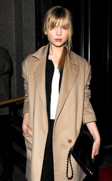 Trench coat WHY DOES SHE ALWAYS LOOK SO GOOD? Oh wait... Frenchness. Yeah.