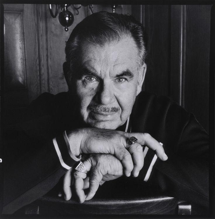 Russell Albion Meyer, soprannominato Russ (San Leandro, 21 marzo 1922 – Los Angeles, 18 settembre 2004), è stato un regista, sceneggiatore, montatore, direttore della fotografia, attore, produttore cinematografico e fotografo statunitense.    Tutta la sua produzione cinematografica è stata caratterizzata dalla satira e dal senso dell'umorismo. I suoi film sono pieni di sesso e violenza, ma sempre in chiave divertente.