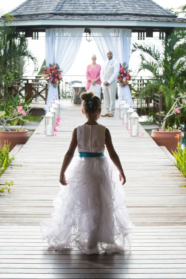 A stunning wedding at the Villa Susanna in St Lucia Marigot Bay. Looking to have a destination wedding in St. Lucia? Book this location.