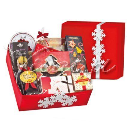 Kosz Świąteczny *Świąteczna Nuta* Christmas Gift Box by Vivat *Świąteczna Nuta* http://www.vivat.pl/550,kosz-swiateczny-swiateczna-nuta-.html  Nalewka Babuni korzenna 0,75 l Hiszpański turron z orzechami arachidowymi San Andres 150 g Belgijskie czekoladki figurki świąteczne 250 g Czekolada mleczna Lindt 100g Duńskie ciasteczka z żurawiną w puszce 150g Francuskie trufle czekoladowe z bezą 200 g Kawa włoska świeżo mielona świąteczna 200 g Orzeszki arachidowe w karmelu w torebce 100 g Pierniki…