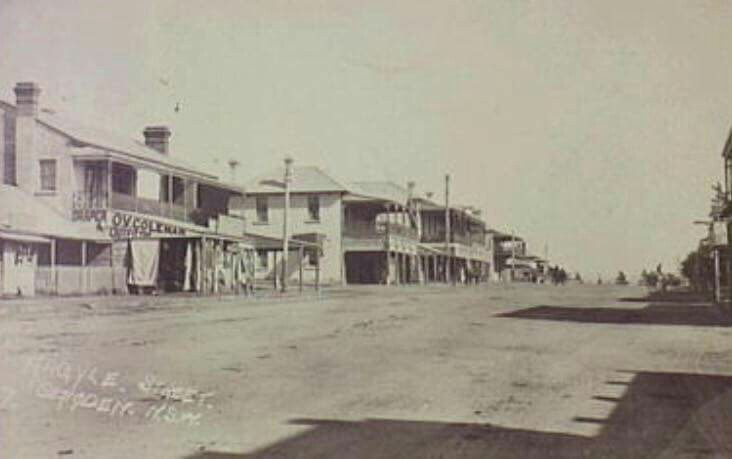 Looking west on Argyle St, Camden in south western Sydney in 1910,from near the Elizabeth St intersection. •Camden Library•