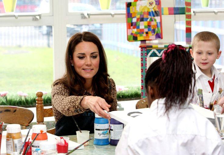 Kate Middleton Photos: Kate Middleton Visits Rose Hill School 7