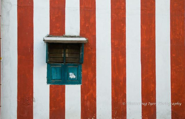 Even a simple wall with kaavi (red ochre) stripes on awhite background is a pleasing sight. Usually, such walls surround temples and associated structures. You may find them in the narrowest of l…