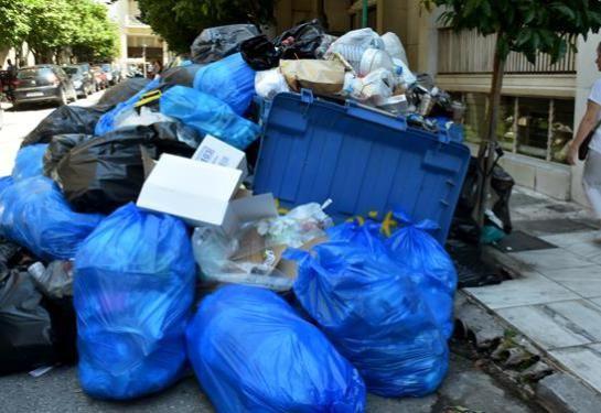 Άκαρπη η συνάντηση Σκουρλέτη με ΠΟΕ-ΟΤΑ – Τα σκουπίδια παραμένουν στους δρόμους