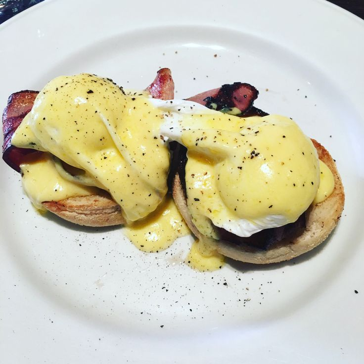 Coffee, pancakes & eggs benedict from Groove Train – merry eat, merry drink, merry be