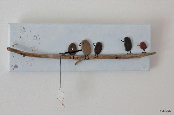 Tableau rectangulaire galets oiseaux bois flotté fond bleu pastel dessin humoristique : Décorations murales par artistik