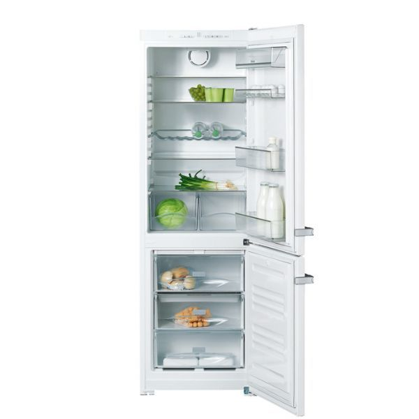 The best kithchen manufacturer on the planet #Miele. Get this brilliant fridge freezer for just £719.99