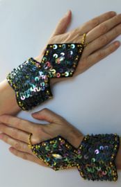 3-delige juwelen set ZWART  OLIE-GLANS, GOUD versierd met kraaltjes, pailletten en namaak kristal steen - 3-delige juwelen set versierd met kraaltjes en pailletten. Volledig versierd met kralen en pailletten.
