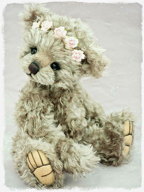 .I want a teddy bear like this so bad. It's adorable.