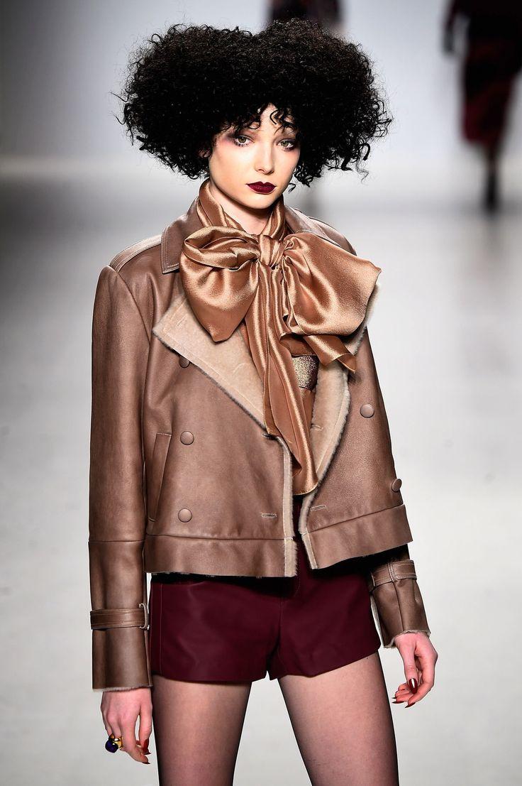 Un défilé de coupes de cheveux à la caniche royal pour Georgine à la semaine de mode de New York | JDQ