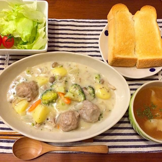 ブロッコリーの芯や人参の皮などを捨てずにスープに♡(.◜ω◝.)♡ - 37件のもぐもぐ - ミートボール入りクリームシチュー   残り野菜のスープ サラダ by hasese