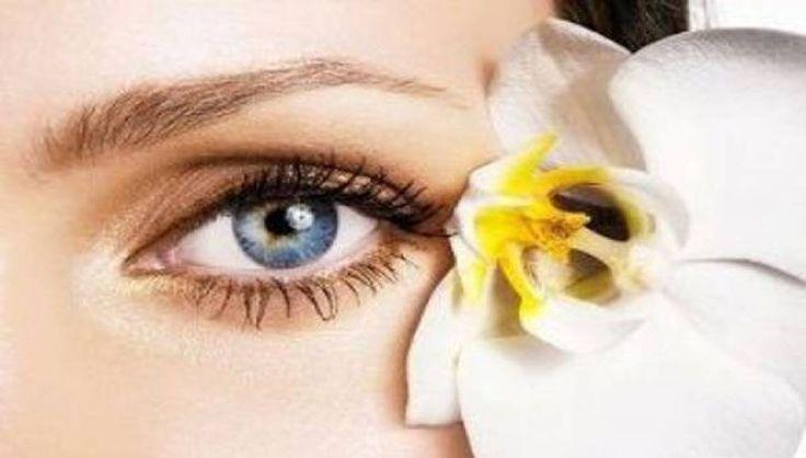 Μία από τις καλύτερες μάσκες ματιών για την μείωση των ρυτίδων και την εξαφάνιση των μαύρων κύκλων είναι αυτή που σας προτείνουμε.Είναι απόλυτα φυσική, πανεύκολη, ανέξοδη με καταπληκτικά αποτελέ
