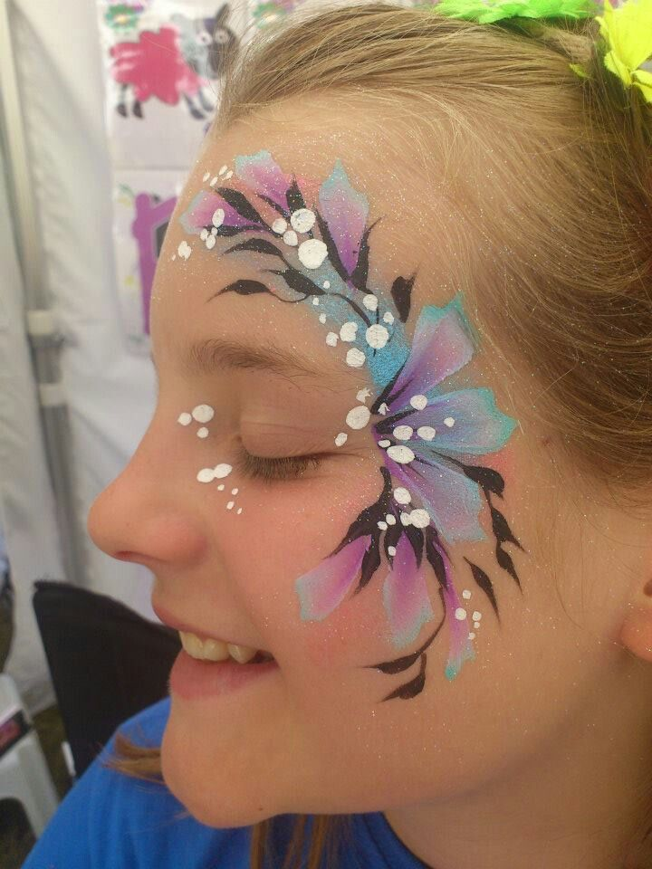 Pretty And Simple Face Painting Face Painting Flowers Face Painting Designs Girl Face Painting