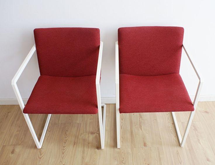 Set van 2 vintage stoelen met rode bekleding. Retro design stoel.