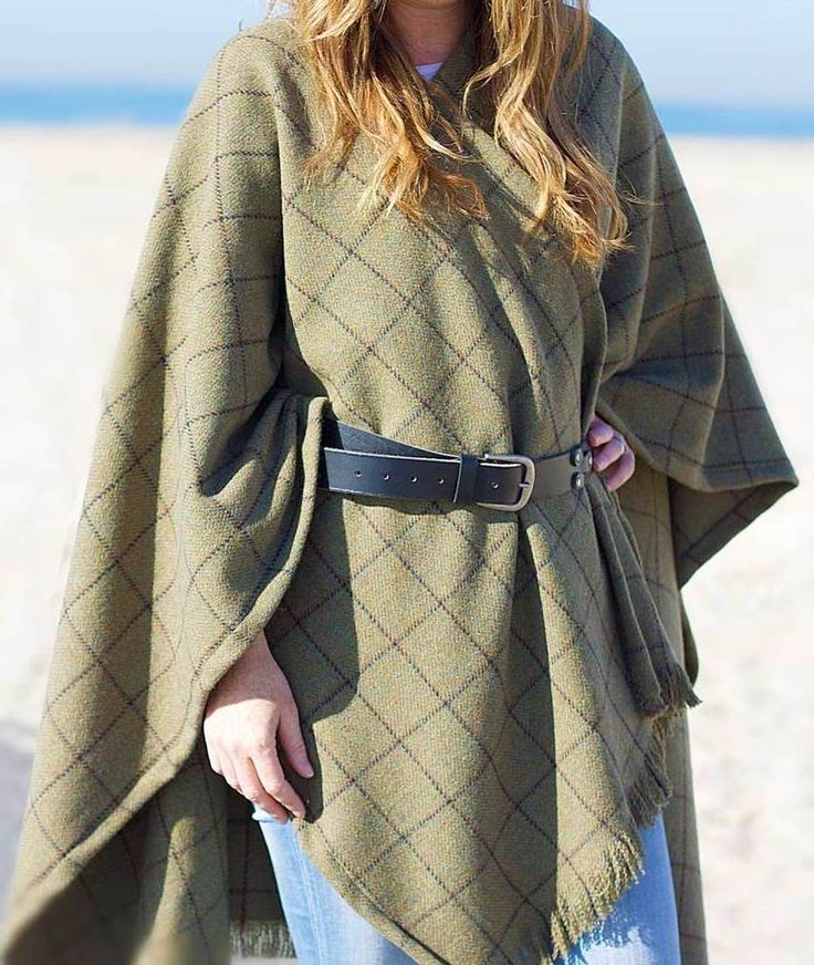 Add something new to your wardrobe! Our DIY cape will be sure to turn heads this season. Pick your own design and make a look that's entirely yours. Click-in for the full tutorial.