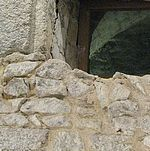 Visite du château de Mayenne carolingien, 30 mai 2010- ARCHITECTURE CAROLINGIENNE, MAYENCE, 11 Le seigneur prenait également ses repas et organisant banquets et fêtes dans l'AULA, grande salle de réception, où se déroulaient toutes les cérémonies (adoubement, mariage, fête religieuse..). Elle servait aussi de salle de justice, s'il y avait des conflits sur ses terres, concernant les gens du peuple ou les hommes de haut rang.