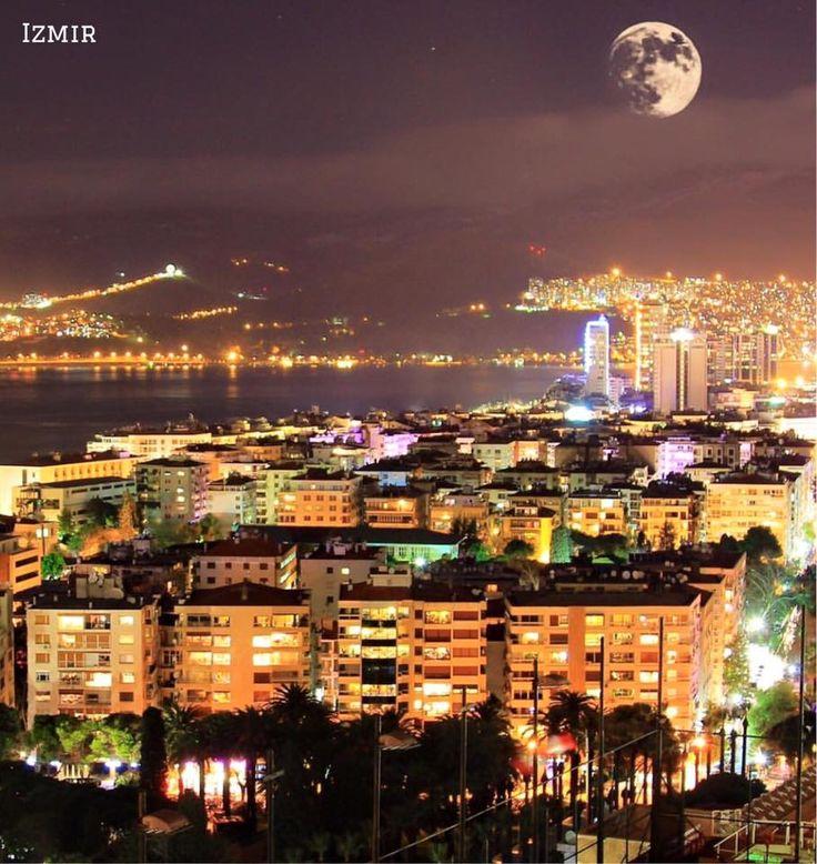 伊茲密爾的耀眼夜景。 ©fuatkurt