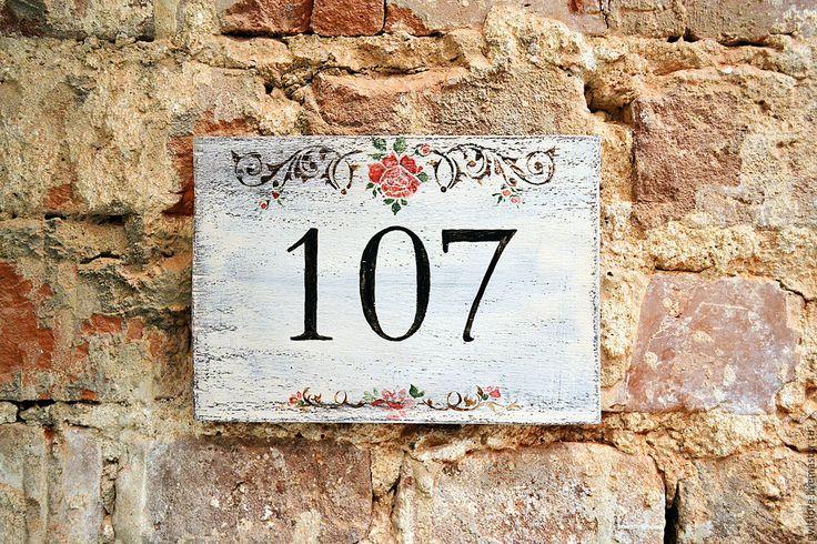 """Купить Деревянная табличка на дверь """"Showroom"""" - серый, Номер дома, табличка на дверь, табличка на дом"""