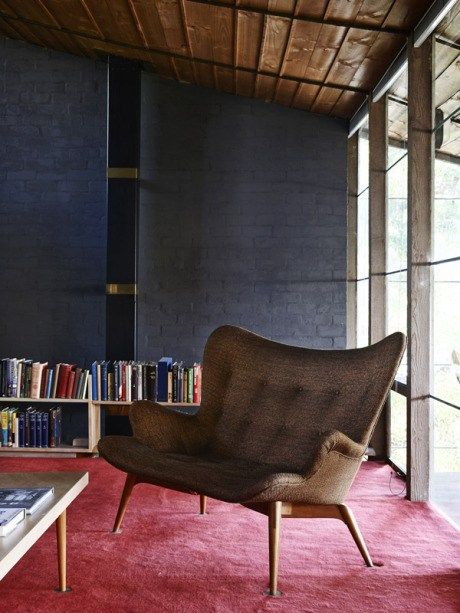 I love Aussie design, and Walsh St House is a bit of an icon down under. It was all designed by architect extraordinaire Robin Boyd, and has tons of ideas that we can steal for our own pads too. I&…