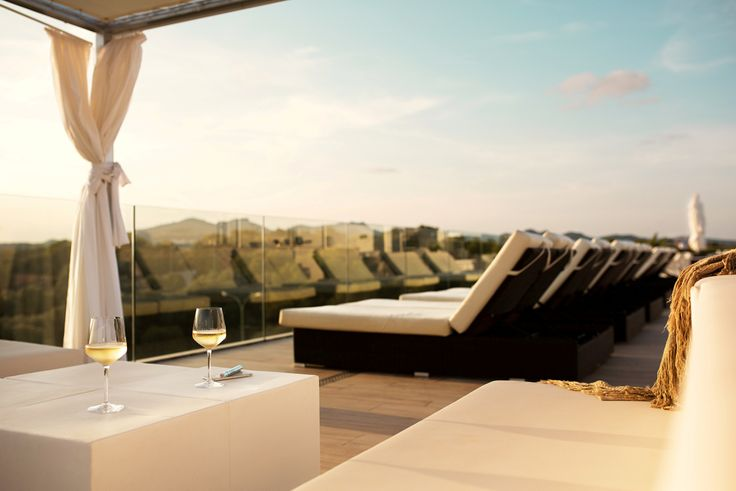 Lying here with a glass of wine sounds good, doesn't it? -  Sunprime Monsuau