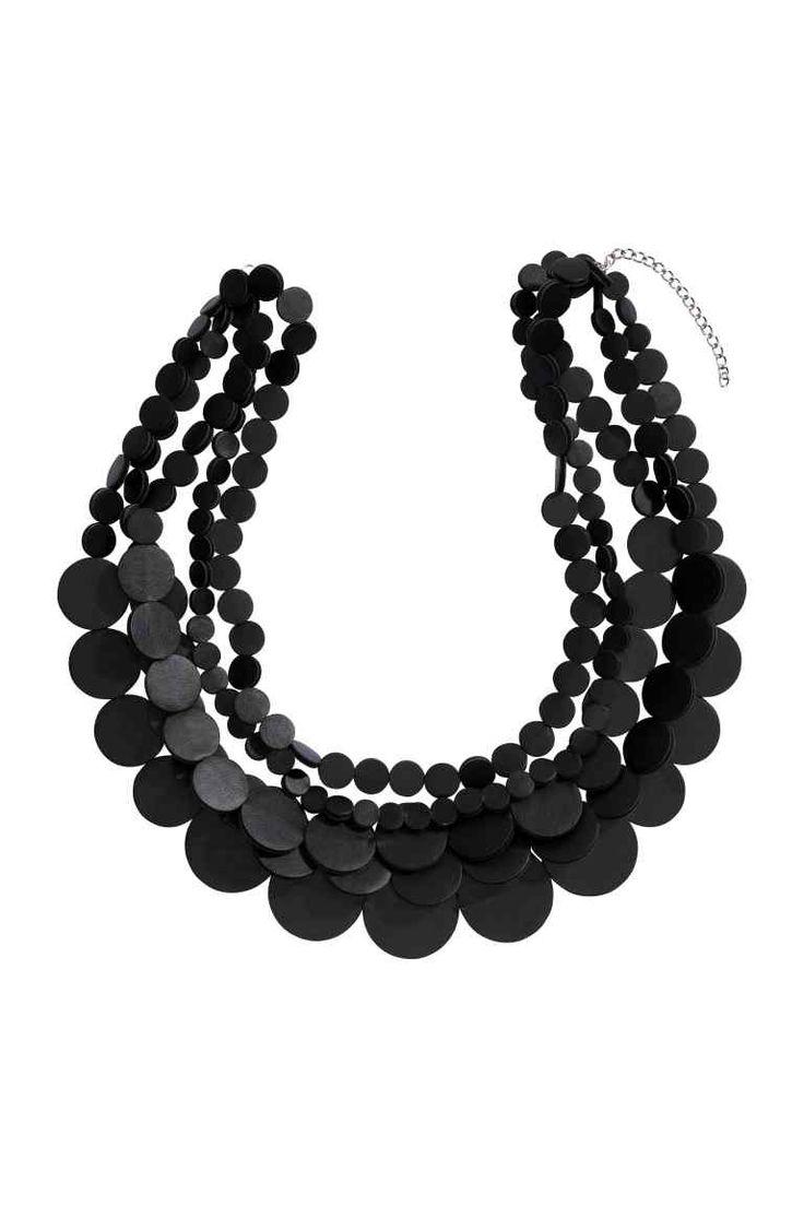 Collana a più fili   H&M, 19,99 euro necklace.