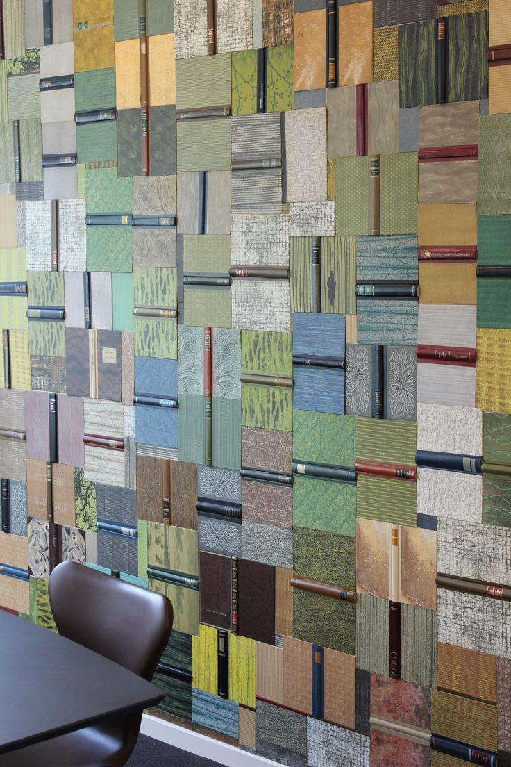 Gitte Lacarrieres flotte bogvæg lavet af gamle bøger, dansk design, Plusbog.dk