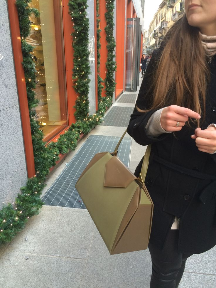 Castamusa VICTORINE bag - Streetstyle at Milan Fashion Week.  Bicolor leather bag in shades of green, Made In Italy.