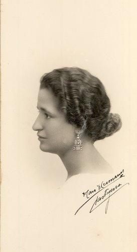 Carmen Conde en Cartagena, mayo de 1924. (Foto, Haro Hermanos).