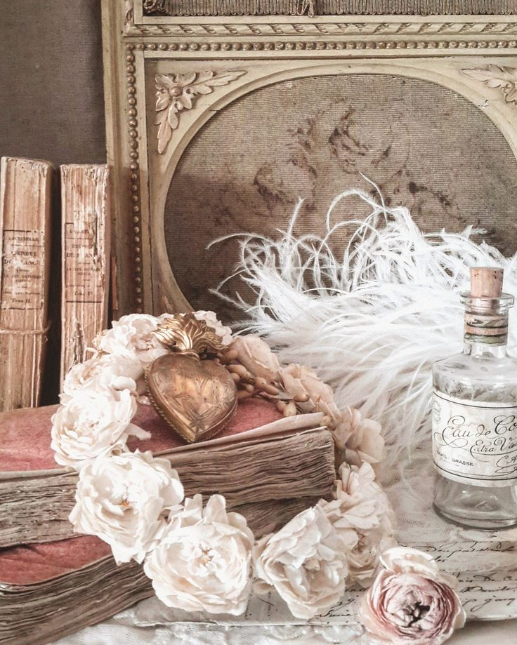 1000 images about at home brocante charmante on pinterest mercury glass ballet and shabby chic. Black Bedroom Furniture Sets. Home Design Ideas