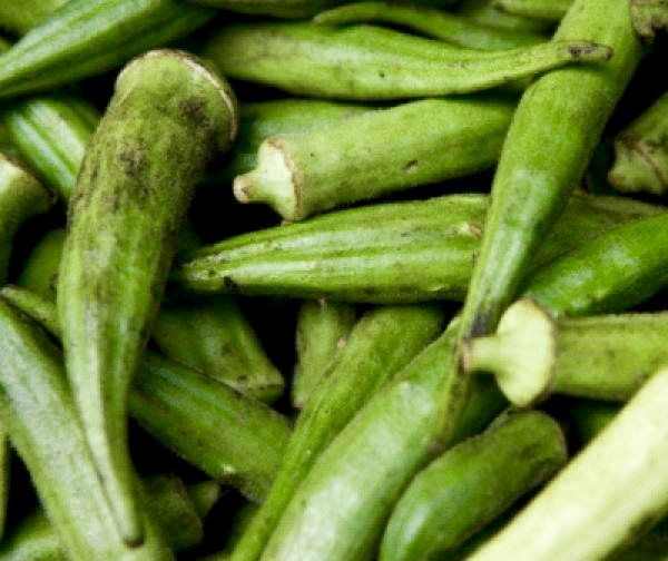 """The fiber found in #okra acts as a """"fuel"""" for the good bacteria in your gut that are associated with good fat metabolism. These fibers also help transport fat-soluble toxins & fat out of the body, and can help maintain blood sugar regulation—which is critical for weight loss. Just be sure to bake, not fry, to keep your okra diet friendly."""