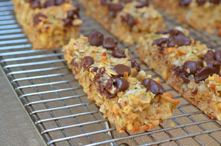 Forever Nutrition: Chocolate chip muesli bars
