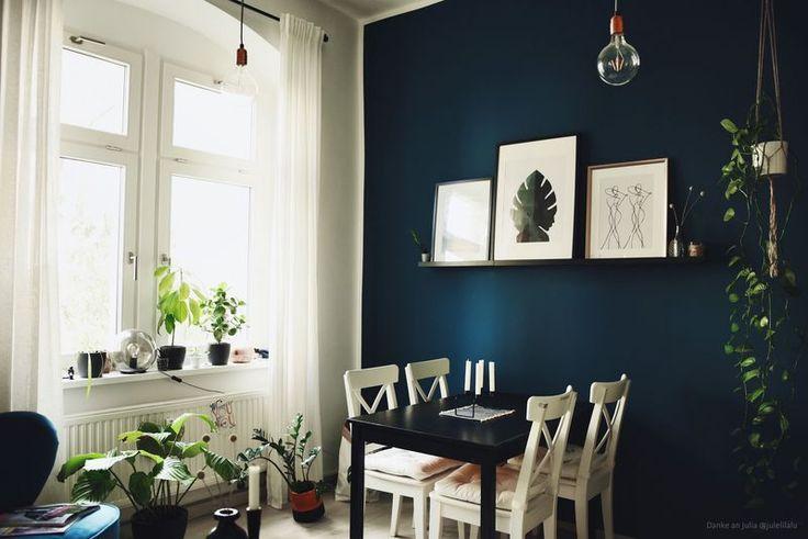 Wandgestaltung in Dunkelblau im Wohnzimmer und im …