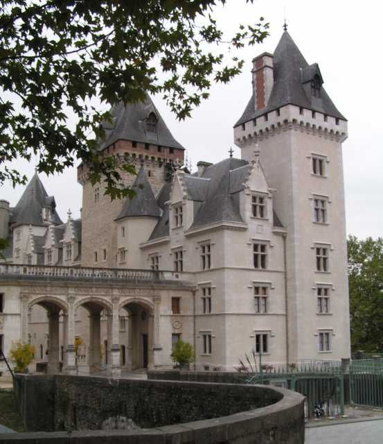 Henri IV was born at the Chateau de Pau on 13 December of the year 1553. It is the second-son of a Protestant family, his father is named Antoine de Bourbon (descendant of Louis IX, Saint Louis, he died in 1562) and his mother Jeanne d'Albret (Queen of Navarre, Jeanne III).