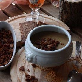 Vellutata ai funghi porcini con crostini di pane di segale. Condivisa da: http://www.antroalchimista.com