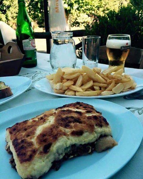 #moussaka #traditional #homemade #chips #crete #tavern #food #foodporn #foodie #instafood #foodpic #greece #greek #greeceblogger #greeceholiday #greecestagram #greeklife #instatravel #ellada #ilovegreece #lovegreece