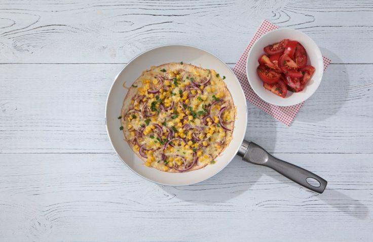 Wraps met tonijn en gesmolten kaas, tomaat erop ipv erbij 😎. Oprollen of tortilla er bovenop en omdraaien, en je hebt een lekkere quesadillo