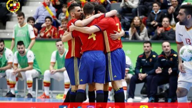 Футзал: Испания громит Черногорию