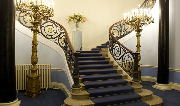 Ch. 2 - Split staircase at 11 Carlton House Terrace...  (The general idea of the shape of Ludimor's skyroom's stairs.)